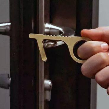 NO TOUCH : Ouvre Porte Sans Contact Multi-Usages et Antibactériens